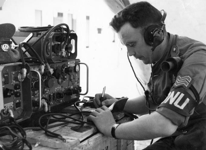 Chuyên viên điện đài thuộc Đại đội A tại Cộng hòa Congo năm 1960. Ảnh: Wikipedia.