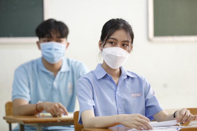 Thí sinh dự thi tốt nghiệp THPT đợt 1 tại TP HCM. Ảnh: Hữu Khoa.