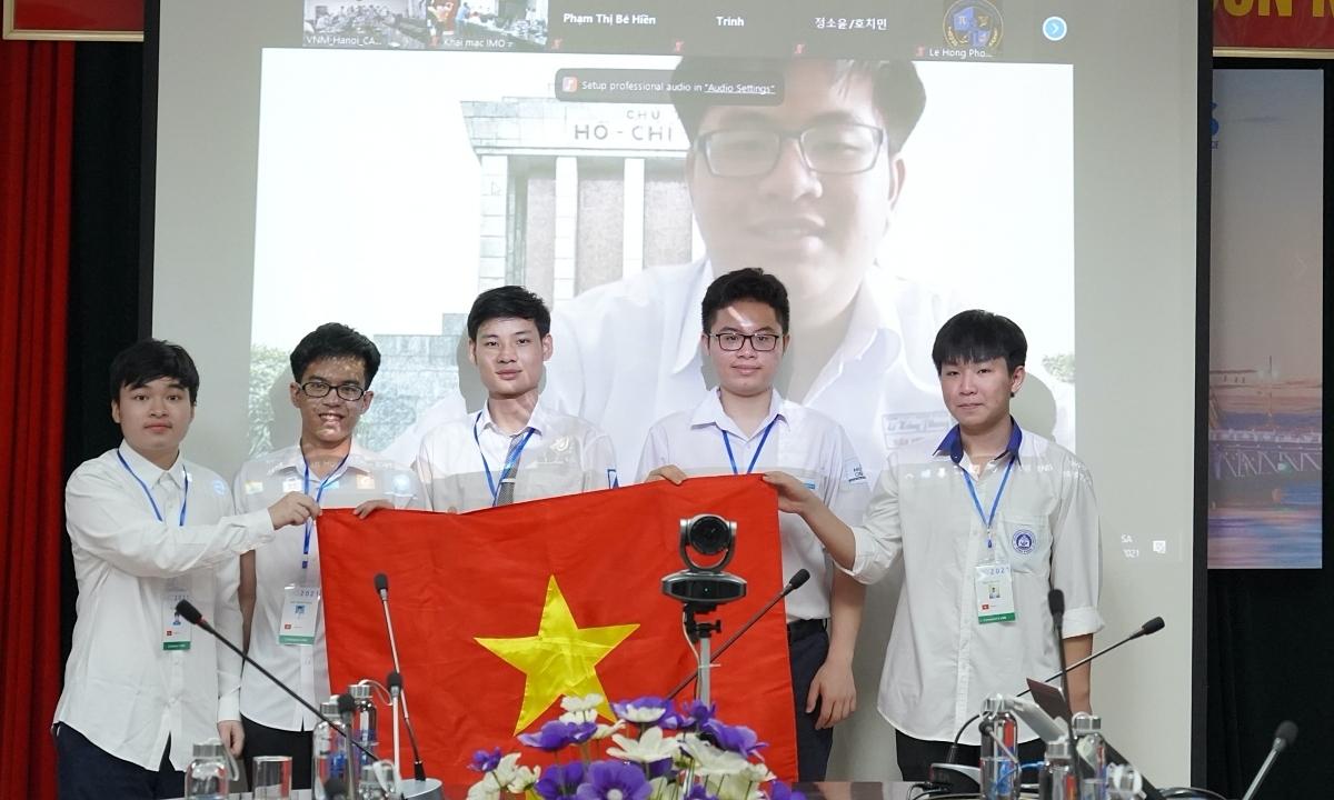 Hà Nội khen thưởng đột xuất học sinh đoạt giải quốc tế