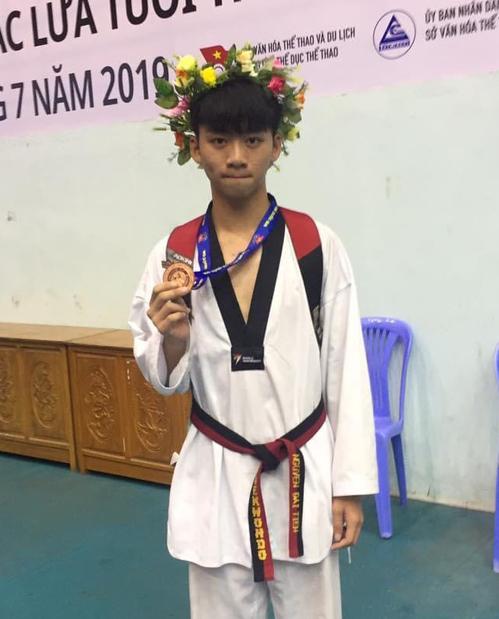 Nguyễn Đại Tiến, lớp 12A7, trường THPT Trấn Biên, là thủ khoa khối A của tỉnh Đồng Nai với