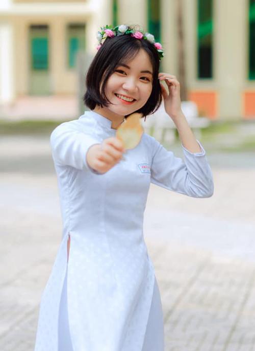 Đỗ Thị Thu Hà là thủ khoa khối D toàn tỉnh Đồng Nai của lớp 12A4. Ảnh: Website trường THPT Trấn Biên.