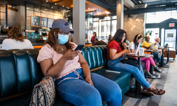 Một quán cà phê Starbucks tại Manhattan, thành phố New York hôm 27/7. Ảnh: NYTimes.