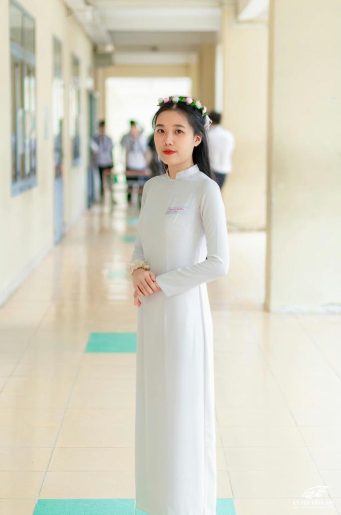 Trần Minh Thư là một trong hai thủ khoa năm nay của lớp 12A4, trường THPT Trấn Biên, Đồng Nai.
