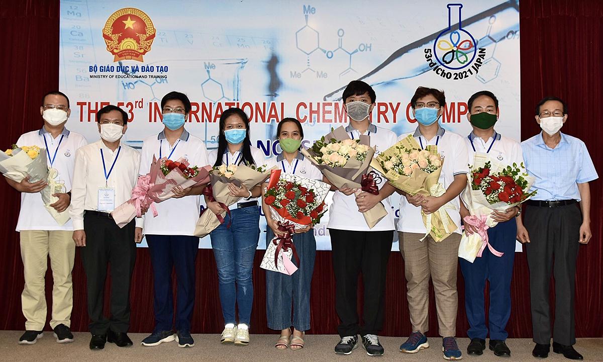 Việt Nam giành ba huy chương vàng Olympic Hóa quốc tế