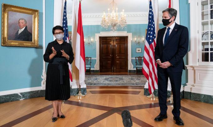 Ngoại trưởng Mỹ Antony Blinken (phải) và người đồng cấp Indonesia Retno Marsudi tại cuộc họp báo ở Washington hôm 3/8. Ảnh: Reuters.