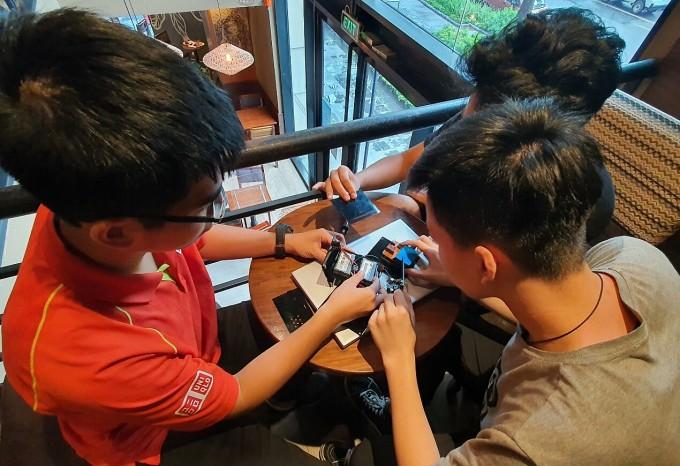 Học sinh làm máy lọc không khí trong ôtô
