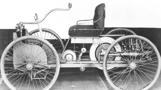 Quadricycle, ôtô đầu tiên do Ford sáng chế.