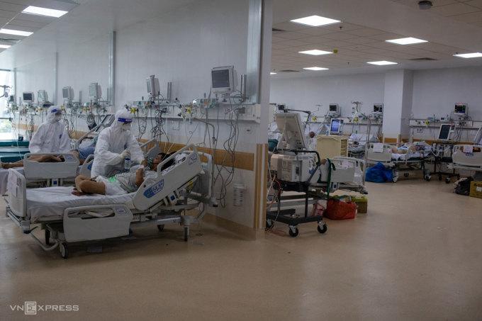 Bên trong khu hồi sức tích cực, Bệnh viện Hồi sức Covid-19 TP HCM - nơi mà bác sĩ Nguyễn Bá Tĩnh nói không ai được hít khí trời. Ảnh: Thành Nguyễn
