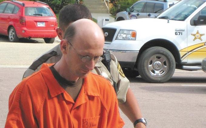 Randy Swaney bị áp giải đến Tòa án Quận Rock ở Luverne để tuyên án trong ảnh hồ sơ tháng 8 năm 2008. Ảnh: Daily Globe