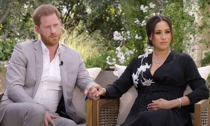 Vợ chồng Harry tụt hơn 700.000 người theo dõi
