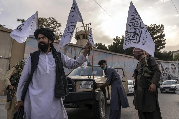 Phương Tây siết gọng kìm ngoại giao với Taliban
