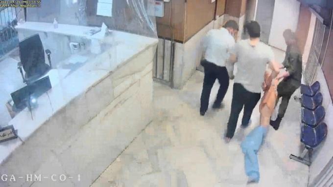 Lộ loạt video quản giáo Iran hành hạ tù nhân