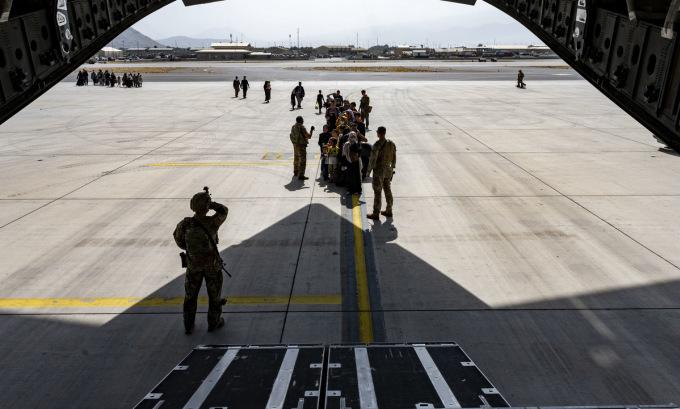 Biden để ngỏ kéo dài chiến dịch di tản ở Kabul