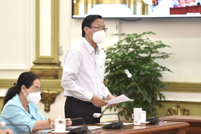 Chủ tịch UBND TP HCM Phan Văn Mãi báo cáo tại buổi làm việc. Ảnh: VGP