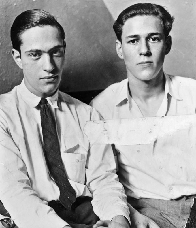 Ở tuổi 19, hai thiếu gia nhà giàu 19 tuổi, Nathan Leopold (trái) và Richard Loeb băt cóc và giét cậu bé hàng xóm chỉ để thoả mãn niềm vui cá nhân. Ảnh: Pinterest