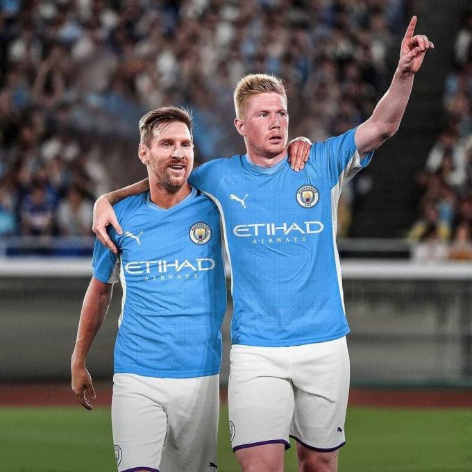 Messi là mục tiêu đầu tiên được fan Man City nhiệt tình photoshop sau khi nghe tin anh rời Barcelona.