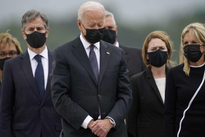 Sức ép tị nạn Afghanistan bủa vây Biden