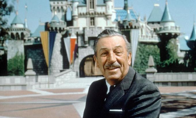 Walt Disney tại công viên giải trí Disneyland ở ở Anaheim, bang California. Ảnh: Gannett News Service.