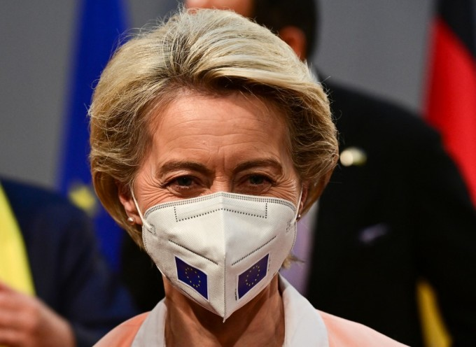 Chủ tịch Ủy ban châu Âu Ursula von der Leyen tham dự sự kiện Công bằng vaccine cho châu Phi tại Berlin, Đức, ngày 27/8. Ảnh: AFP