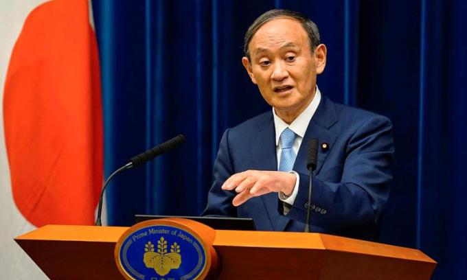 Thủ tướng Nhật Bản Yoshihide Suga phát biểu trong một cuộc họp báo tại Tokyo hôm 17/8. Ảnh: Reuters.