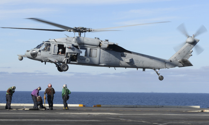 Trực thăng MH-60R thuộc Phi đoàn số 8 làm nhiệm vụ trên Thái Bình Dương năm 2017. Ảnh: US Navy.