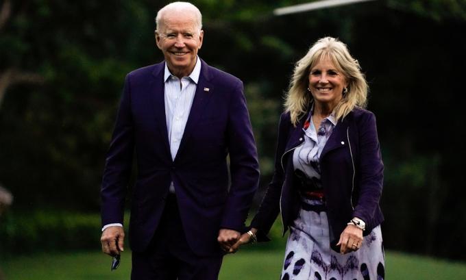 Tổng thống Joe Biden và Đệ nhất phu nhân Jill Biden tại Nhà Trắng hôm 18/7. Ảnh: Reuters.