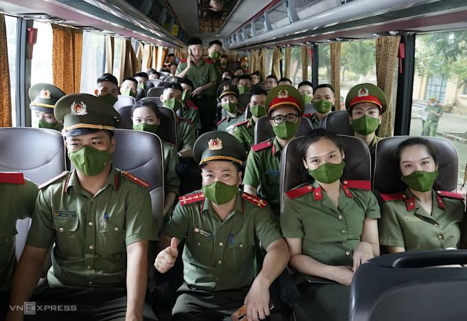 Các học viên sẽ chi viện cho tỉnh Đồng Nai chống dịch. Ảnh: Gia Chính