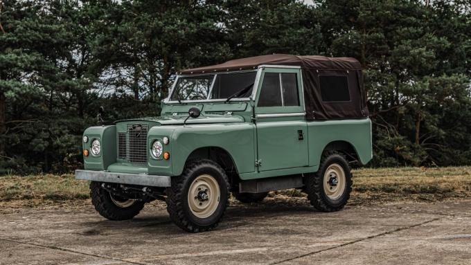 Phiên bản chạy điện của xế cổ Land Rover Series IIA. Ảnh: Everrati