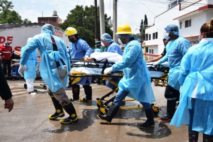 Lũ tràn vào bệnh viện Mexico làm 17 người chết