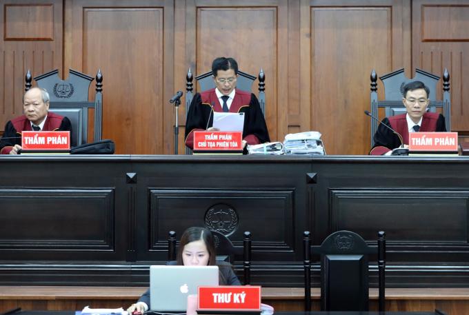HĐXX làm việc trong một phiên tòa tại TAND Cấp cao tại TP HCM. Ảnh: Quỳnh Trần