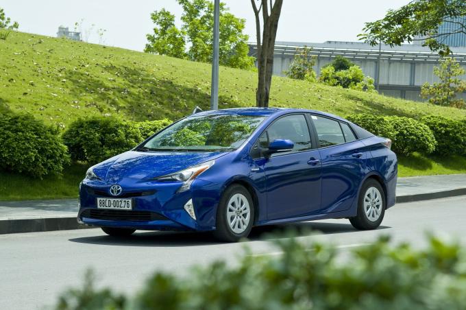 Chiếc Prius được Toyota Việt Nam giới thiệu trong một hội thảo về hybrid năm 2017 tại Hà Nội. Ảnh: TMV