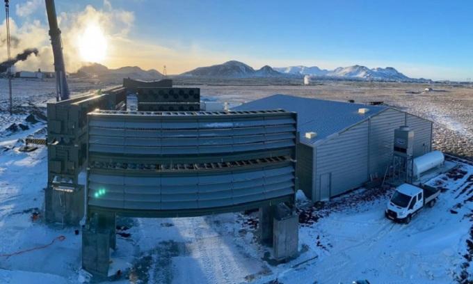 Nhà máy Orca của Climeworks nằm cạnh nhà máy nhiệt điện Hellisheiði. Ảnh: Climeworks
