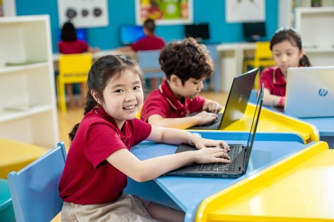 Học sinh VAS thuần thục phương thức học tập trực tuyến qua ứng dụng Microsoft Teams
