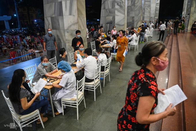 Điểm tiêm vaccine tại Cung hữu nghị Việt Xô, tối 9/9. Ảnh: Giang Huy.