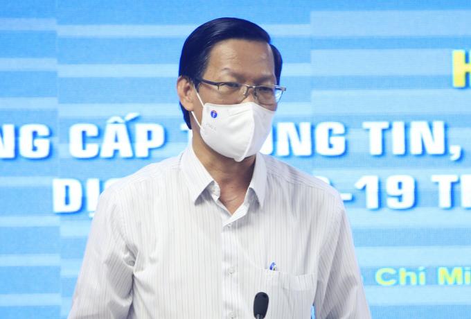 Chủ tịch TP HCM Phan Văn Mãi tại buổi họp báo chiều 13/9. Ảnh: Hữu Công