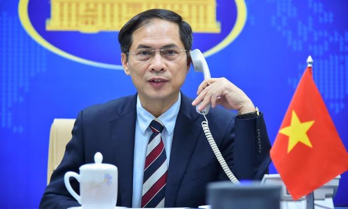 Bộ trưởng Ngoại giao Bùi Thanh Sơn điện đàm với Bí thư Khu ủy Quảng Tây Lộc Tâm Xã hôm nay. Ảnh: BNG.