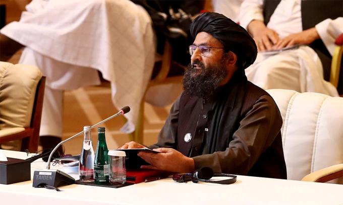 Abdul Ghani Baradar phát biểu trong cuộc hội đàm giữa Taliban và chính phủ Afghanistan tại Doha, Qatar tháng 12/2020. Ảnh: Reuters.