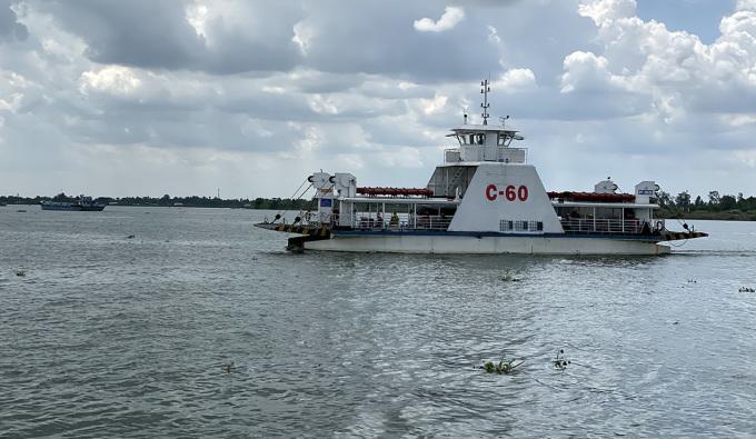 Phà vượt sông Hậu nối quận Ô Môn,  TP Cần Thơ với huyện Lai Vung, tỉnh Đồng Tháp. Ảnh: Cửu Long
