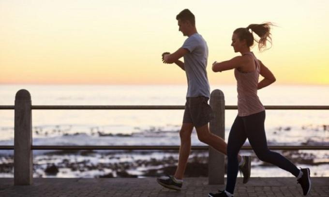 Chạy bộ là một trong những hoạt động giúp tiêu hao calo. Ảnh: Coachmag