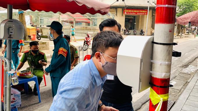Hệ thống kiểm soát y tế thông minh CLi-Smarteye được lắp đặt tại chợ Hàng Da (Hà Nội). Ảnh: NVCC