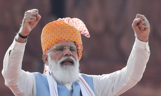 Thủ tướng Narendra Modi phát biểu trong lễ kỷ niệm quốc khánh Ấn Độ ở New Delhi ngày 15/8. Ảnh: Reuters.