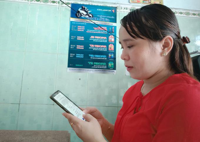 Chị Trần Thị Thu Thụy đăng ký tiêm vaccine vào các đường link của phường, TP Thủ Đức. Ảnh: An Phương