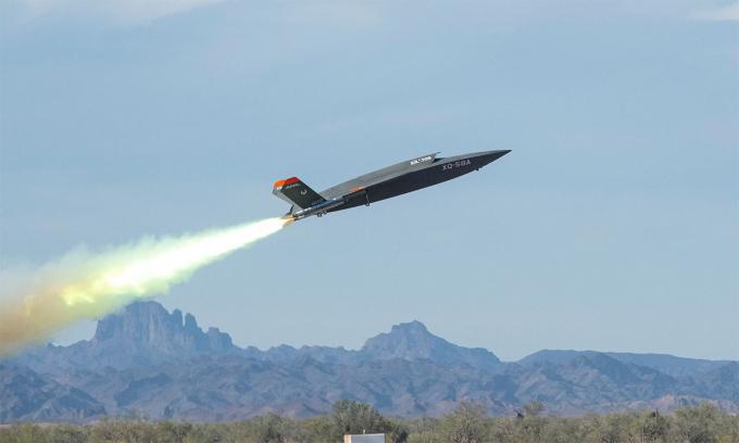 UAV XQ-58A sử dụng hệ thống tăng lực cất cánh trong thử nghiệm tại thao trường Yuma tại bang Arizona, Mỹ tháng 9/2020. Ảnh: USAF.