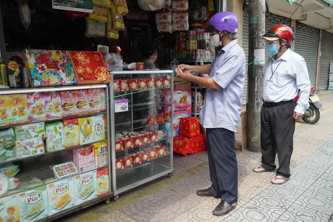 Một cửa hàng tại phường Thanh Bình, TP Biên Hòa được phép mở bán mang về sáng 20/9. Ảnh: Phước Tuấn
