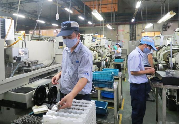 Công nhân nhà máy Juki sản xuất khi nhà máy hoạt động 100% công suất. Ảnh: Lê Tuyết