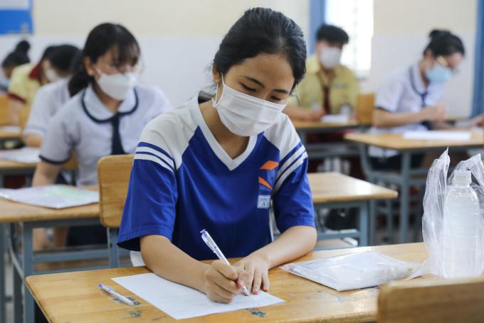 Thí sinh dự thi tốt nghiệp 2021 tại trường THCS Tôn Thất Tùng, TP HCM. Ảnh: Quỳnh Trần