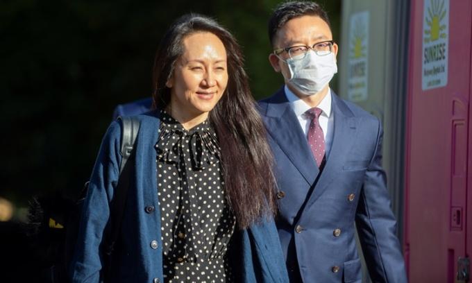 Giám đốc tài chính Huawei Mạnh Vãn Chu rời tòa án ở Vancouver, Canada, ngày 24/9, sau khi được trả tự do. Ảnh: Reuters.