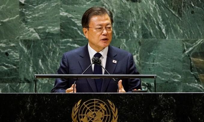 Tổng thống Hàn Quốc Moon Jae-in phát biểu tại phiên họp của Đại hội đồng Liên Hợp Quốc ở New York, Mỹ, ngày 21/9. Ảnh: Reuters.