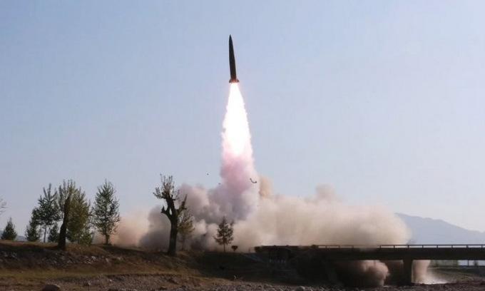 Tên lửa đạn đạo tầm ngắn Triều Tiên phóng hồi giữa năm ngoái. Ảnh: KNCA.
