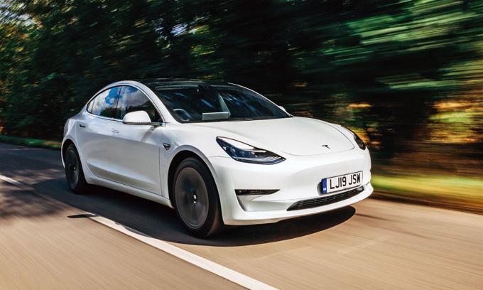 Tesla Model 3 - xe điện bán chạy nhất tại Anh trong nửa đầu 2021. Ảnh: Autocar